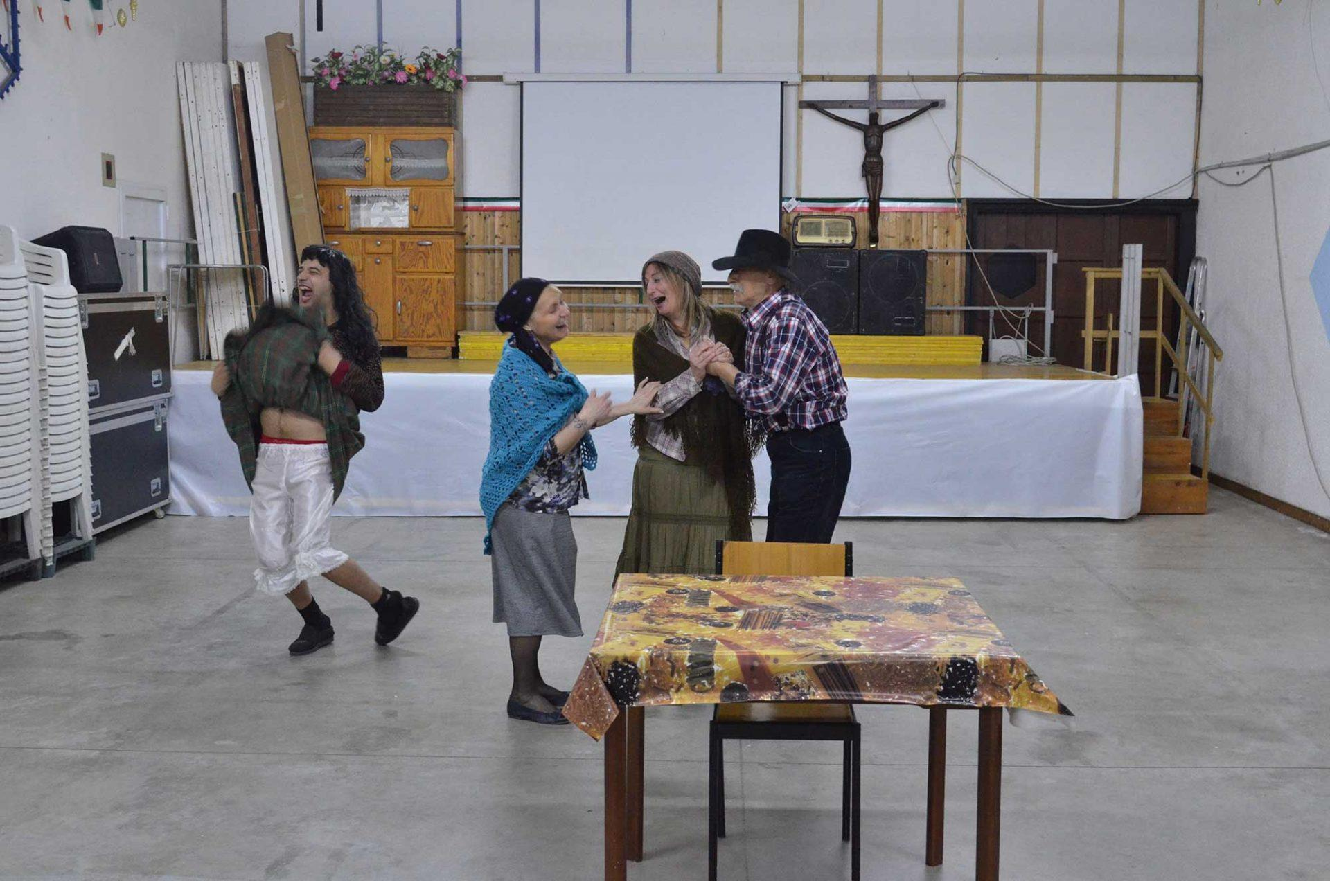 teatro-dialettale-rubban-nu-malate-un-po-strane-marrucino-3